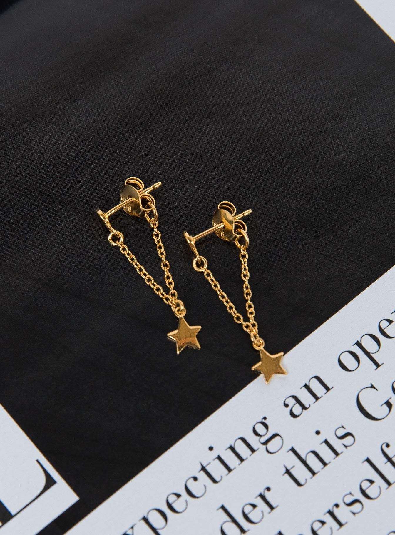 Midsummer Star Star Chain Studs Gold