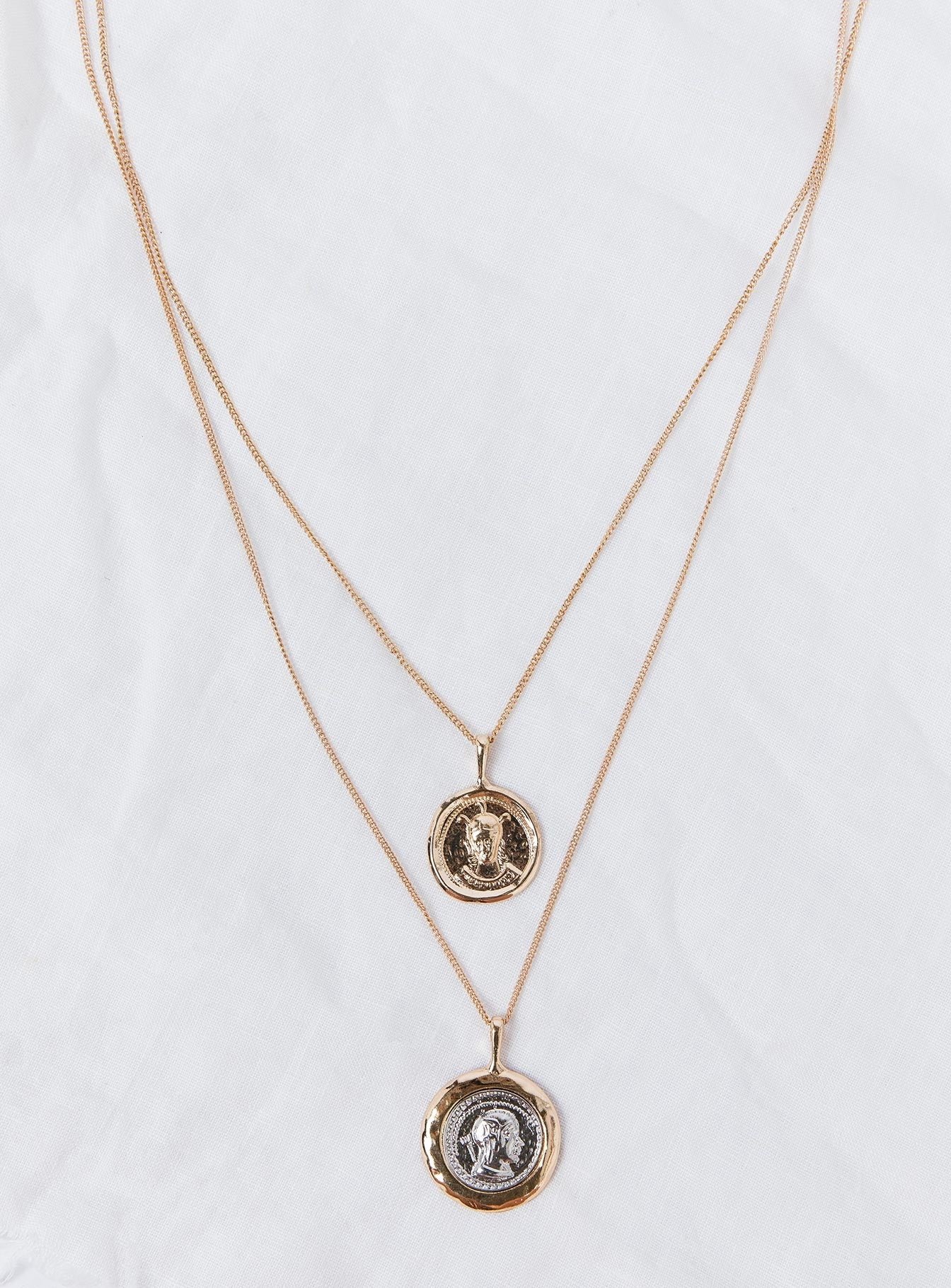Lisa Love Necklace Gold
