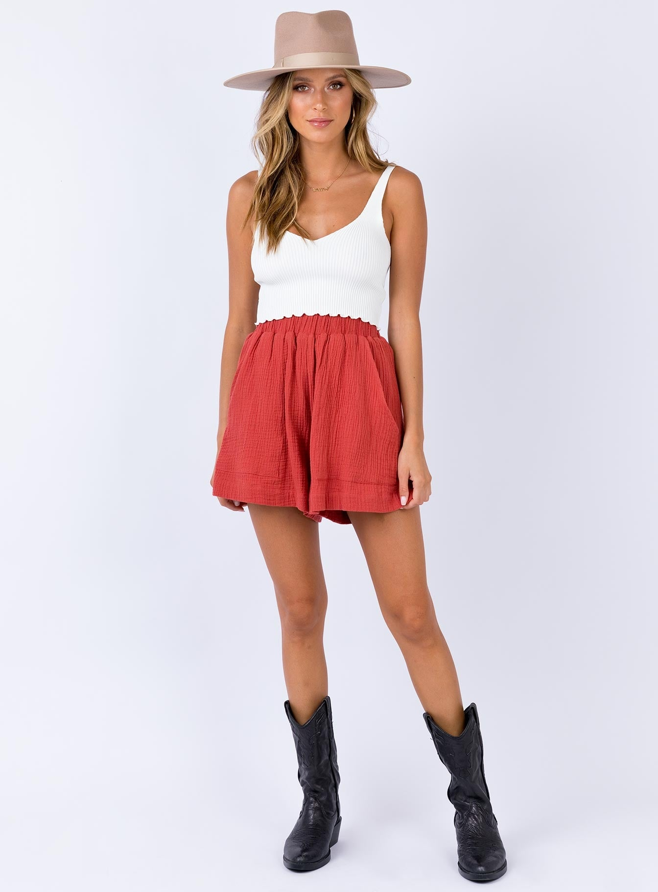 Rive Shorts Red