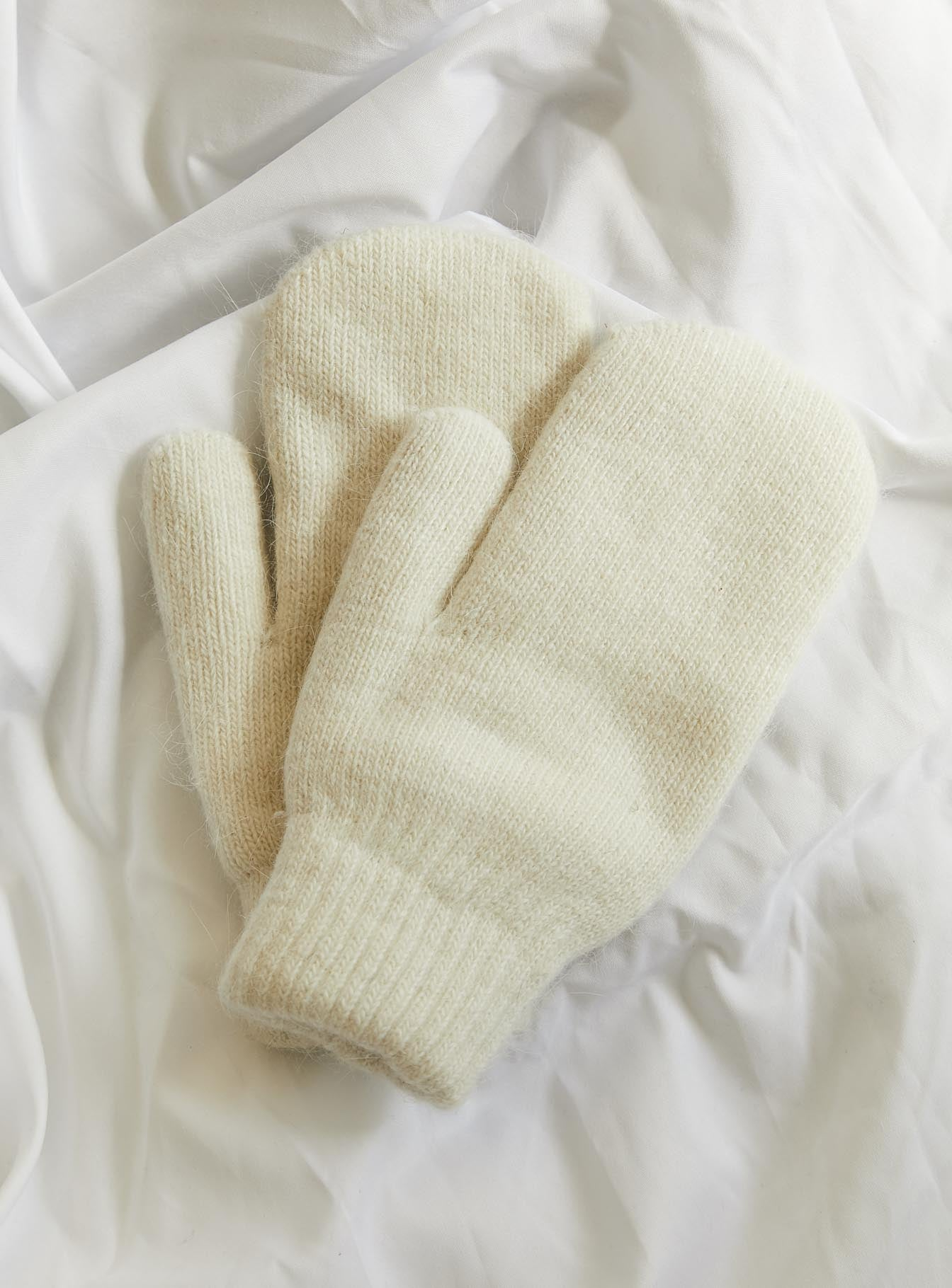 Let It Snow Mittens Beige