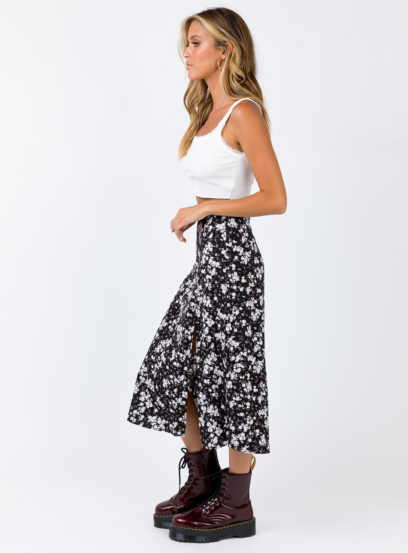 Motel Saika Skirt Dark Wild Flower Black