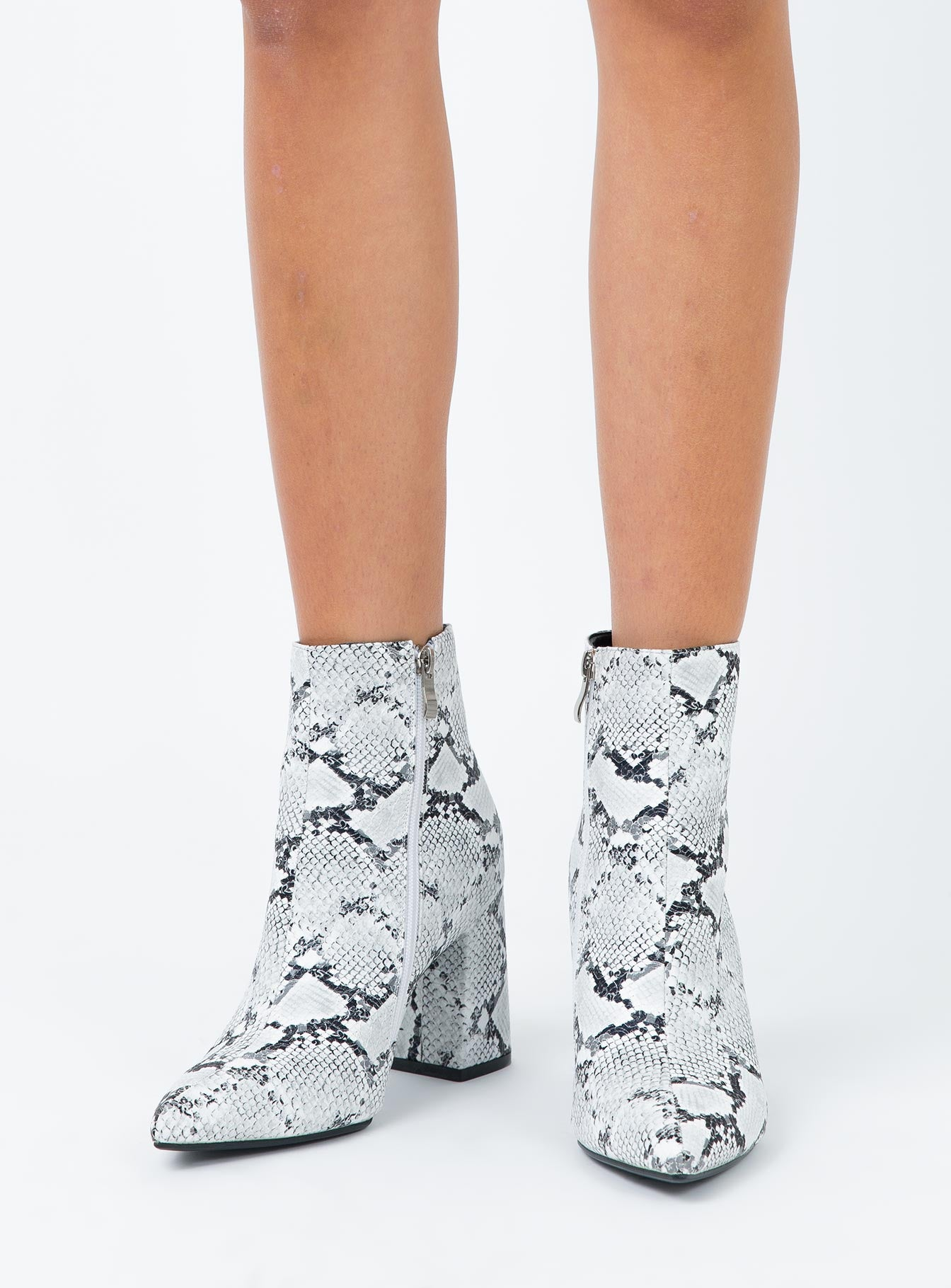 Therapy Snake Alloy Boots Black/White