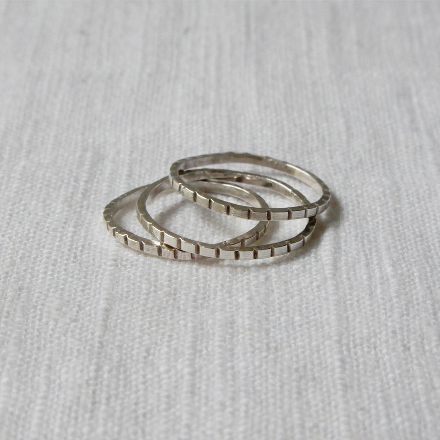 Ring | The hammered stripes