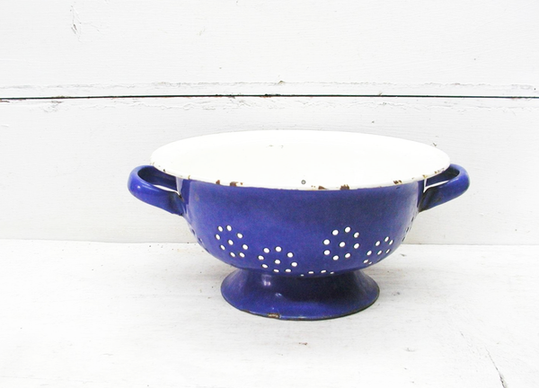 Vintage Blue Enamel Colander - Enamel on Steel Colander - Country Kitchen Lamp Project - idugitup