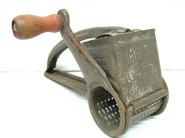 Perfectly Primitive - Vintage Tin Grater - Red Handle - Gadget - idugitup