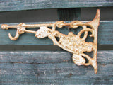 White Cottage Plant Hanger - Rusty Potting Shed Plant Hook - Cast Iron - idugitup