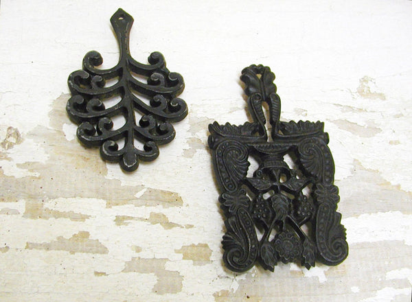 Vintage Cast Iron Trivets - Set of 2 - Free Shipping - Farmhouse Decor - idugitup