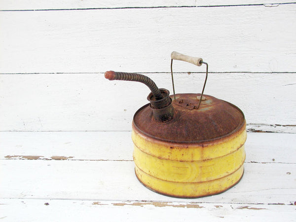 Vintage Gas Can - Yellow Paint - Handy Can Company - idugitup