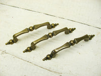 3 Antiqued Traditional Drawer Pulls Antique Hardware Repurpose Upcycle Lot DIY - idugitup