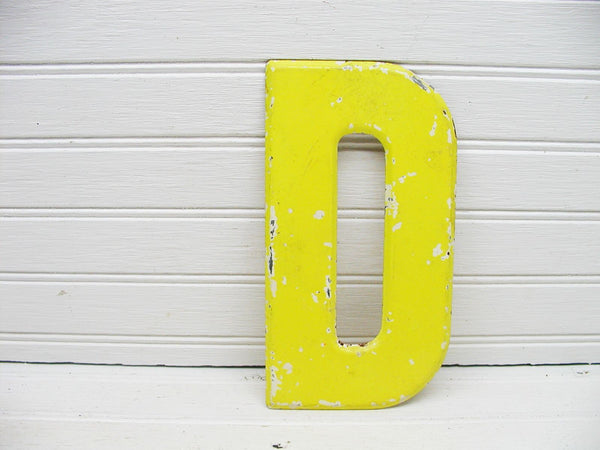 "Vintage Metal Letter D Sign Faded Chippy Paint 7 1/2"" DIY Project - idugitup"