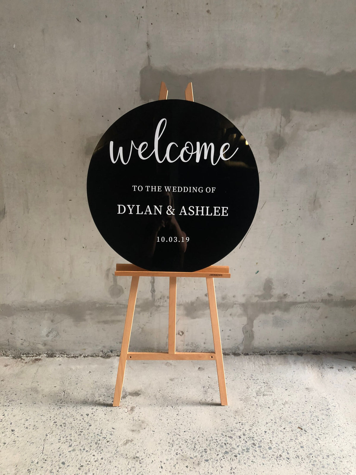 Black round wedding welcome sign