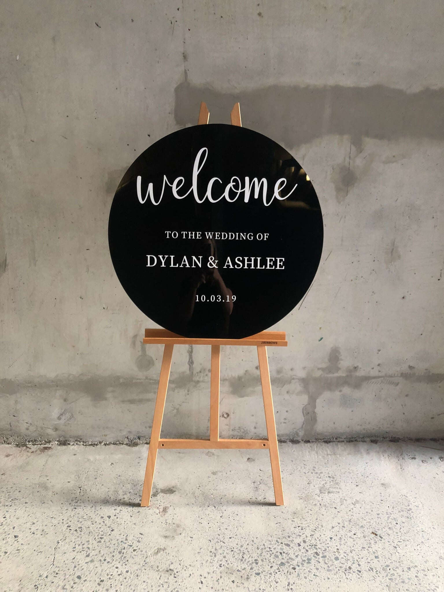 Round wedding welcome sign