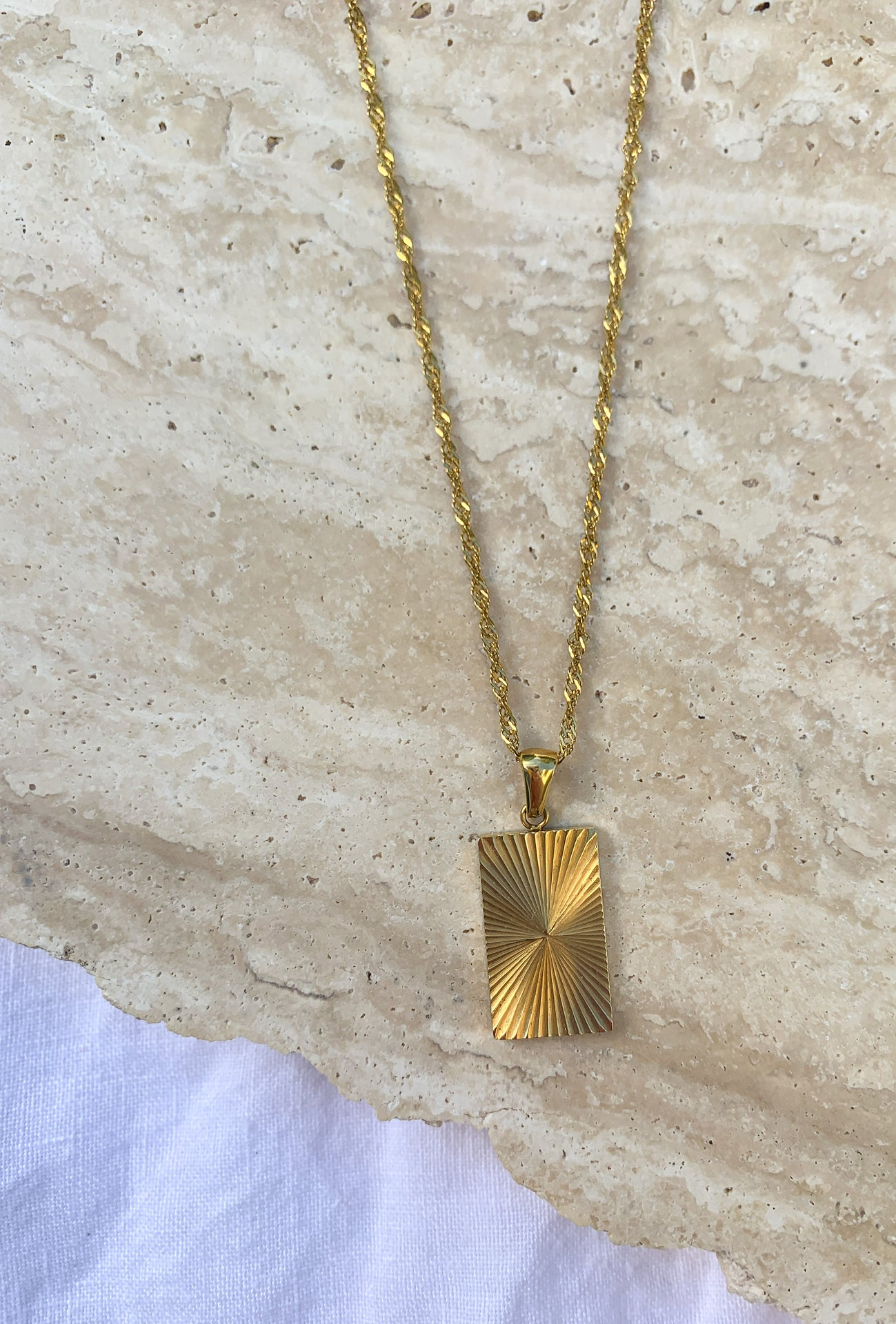 SUNLIGHT PENDANT NECKLACE