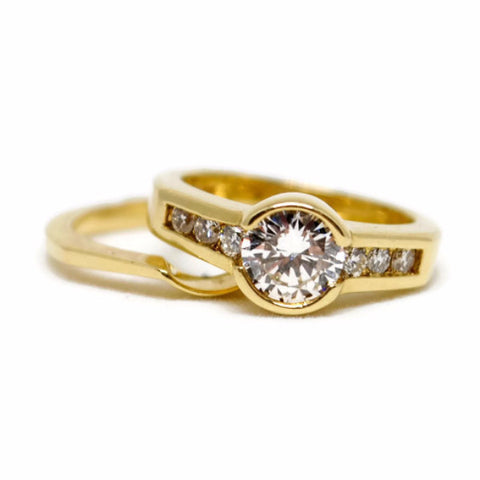 18k Yellow Gold Wedding Set with Half Bezel Set Diamond