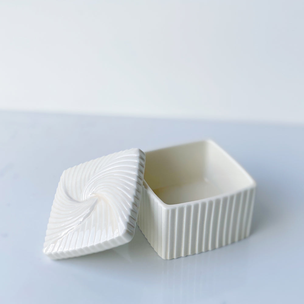 Avon Fluted Porcelain Trinket Box - Ivory