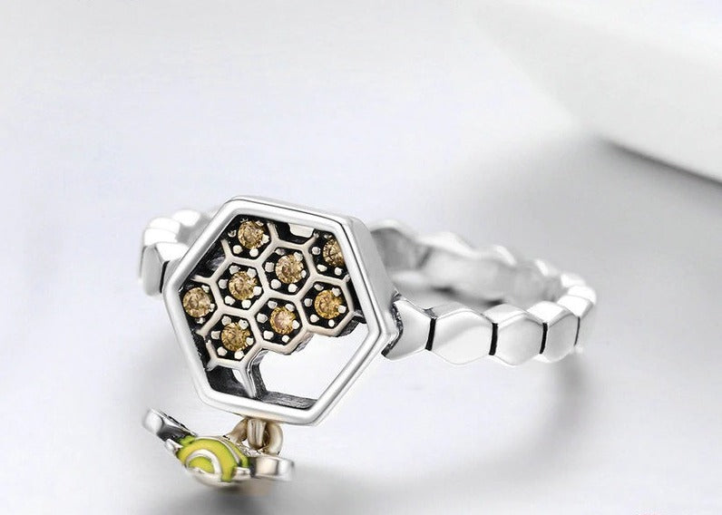 Bee with Honeycomb Female Finger Ring