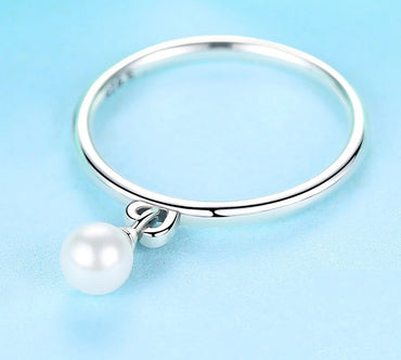 Twisted Knot & Simulated Pearl Finger Ring