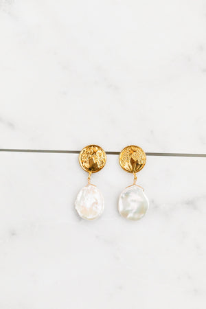 Find the perfect pair of earrings you're looking for from Charme Silkiner! These 14k gold + pearl drop earrings are seriously eye-catching and stunning. Perfect to dress or dress down any outfit the Ravel Earrings are the perfect must have for everyone!