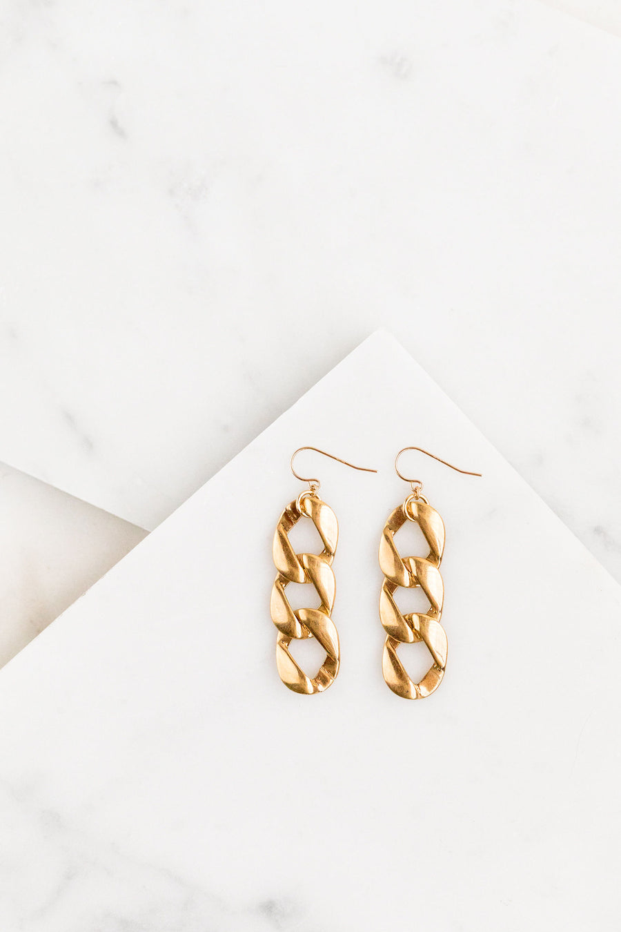 Find the perfect pair of earrings you're looking for from Charme Silkiner! These 14k Gold Chain Drop Earrings are seriously stunning. Perfect to dress or dress down any outfit the Henesy Earrings are the perfect must have for everyone!