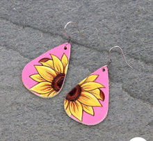 Load image into Gallery viewer, Pink leather sunflower earrings