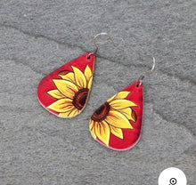 Load image into Gallery viewer, Red sunflower leather earrings