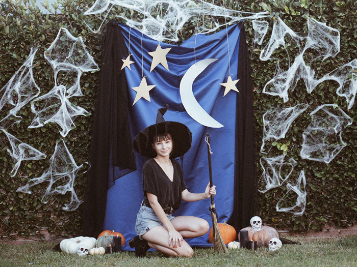 HOW TO MAKE YOUR OWN DIY HALLOWEEN PHOTO BACKDROP