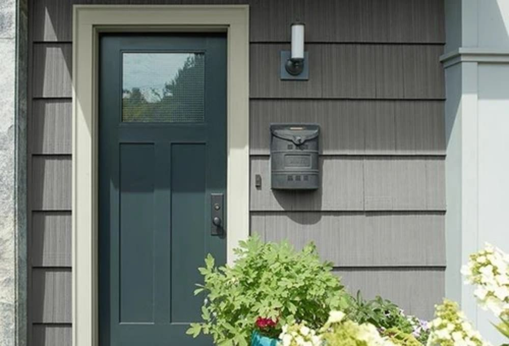 FRESHEN UP YOUR CURB APPEAL: 6 STEPS TO PAINT YOUR FRONT DOOR