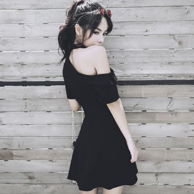 DEMURE BLACK DRESS WITH CHIC CHOKER