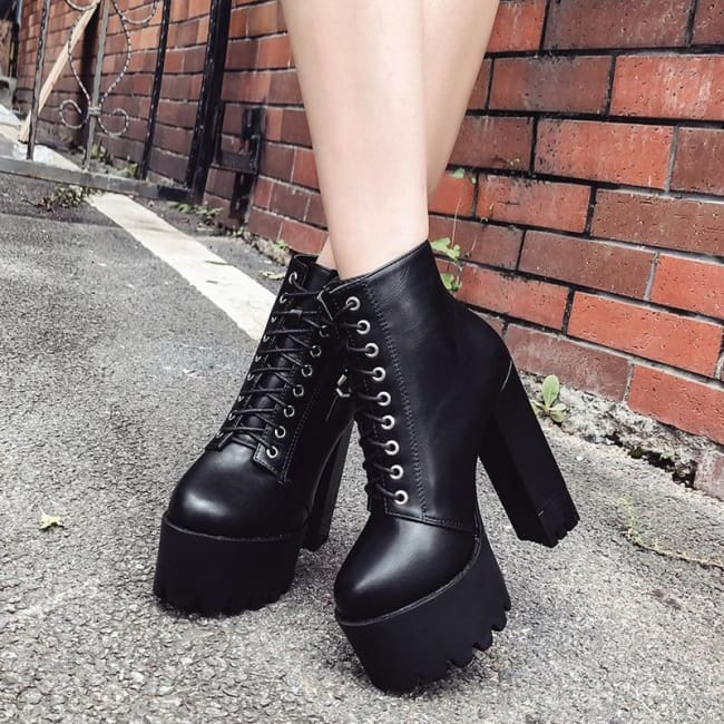 GOTHIC LACE UP DOUBLE VERTICAL BUCKLE BOOTS