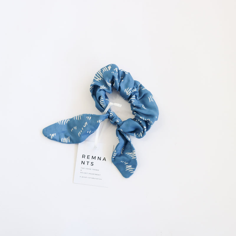 Bow Scrunchie - Blue Abstract Lines