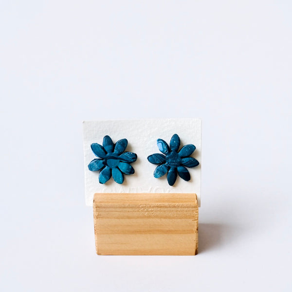 Flower studs - Qualms
