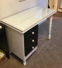Load image into Gallery viewer, Manicure Table & Stool