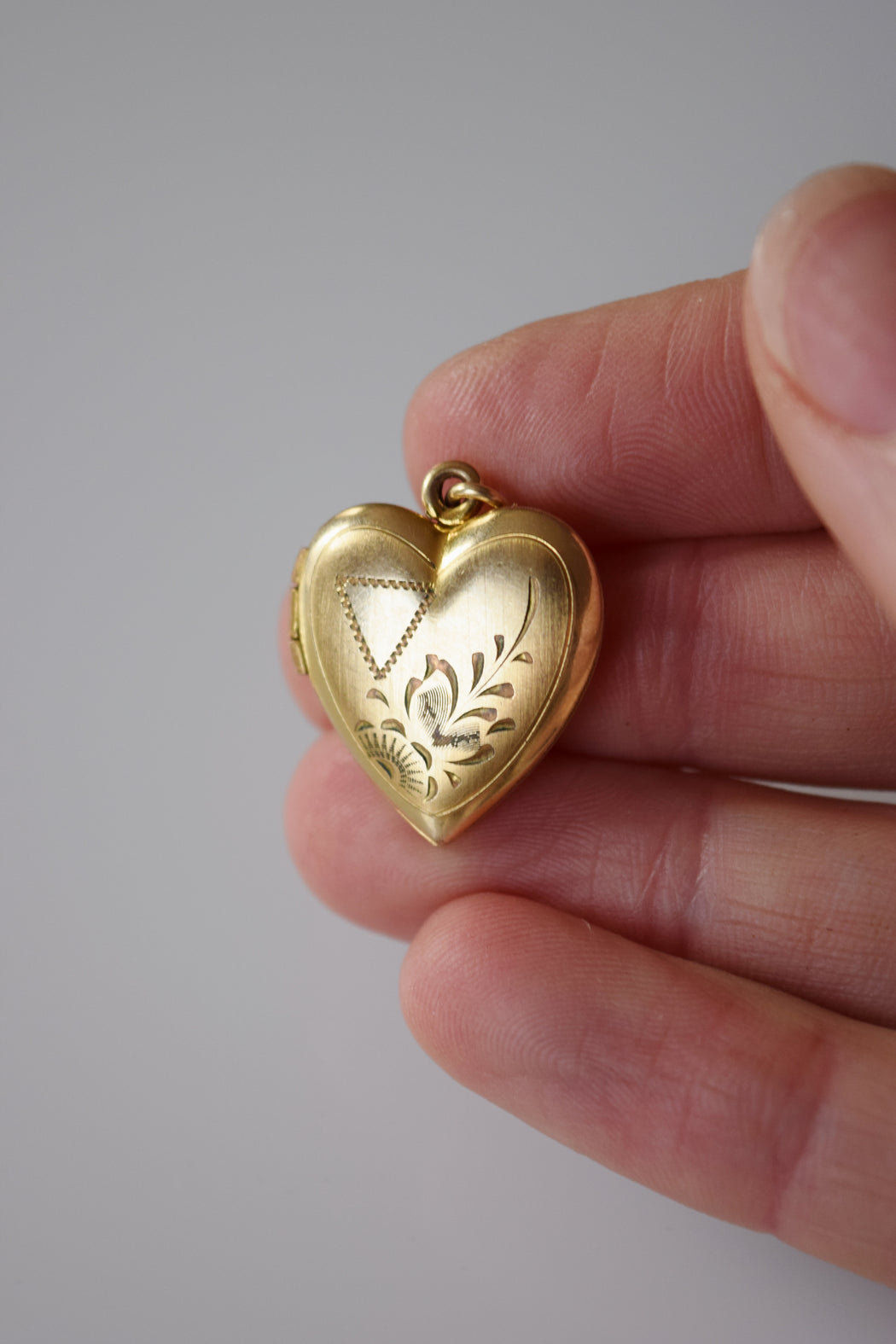 Vintage Heart Shaped Locket | Floral and Nabla Cartouche