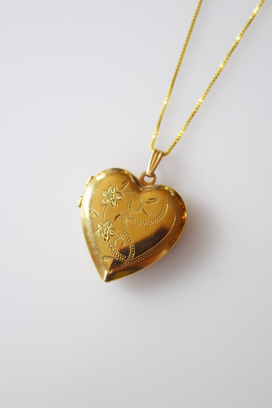 Vintage Heart Shaped Locket | Double Flower Tendrils