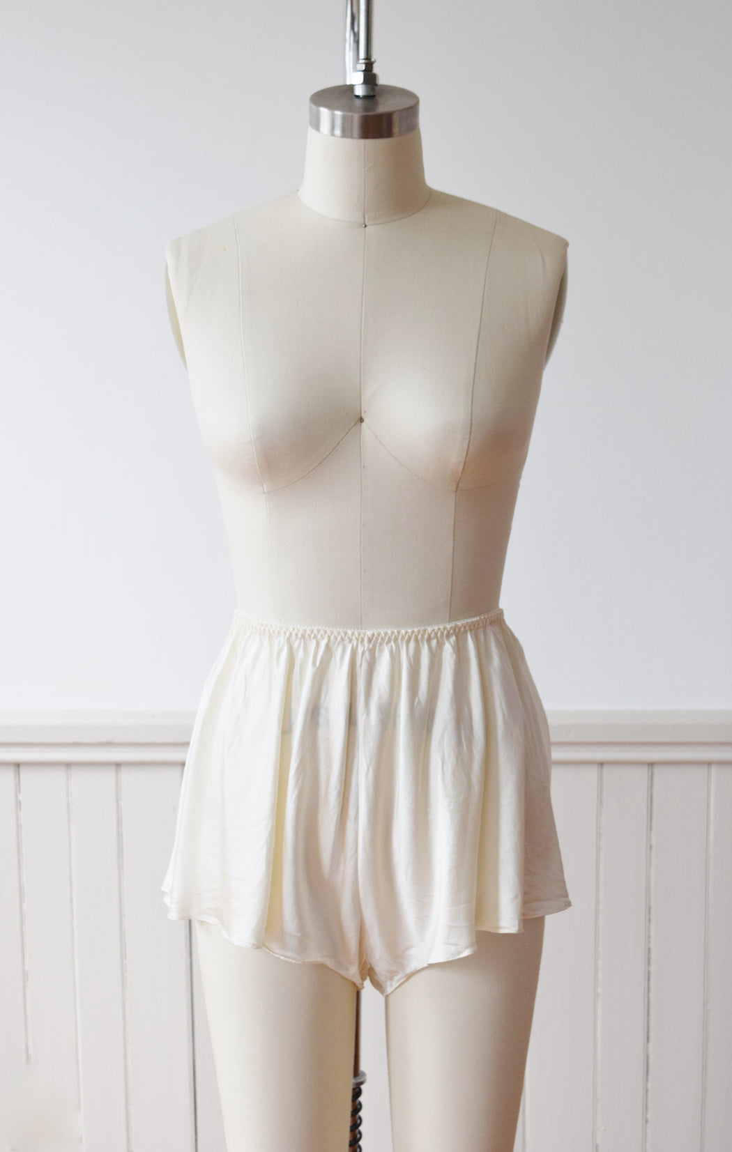 Vintage Silk Cami and Shorts Lounge Set by Victoria's Secret | M/L