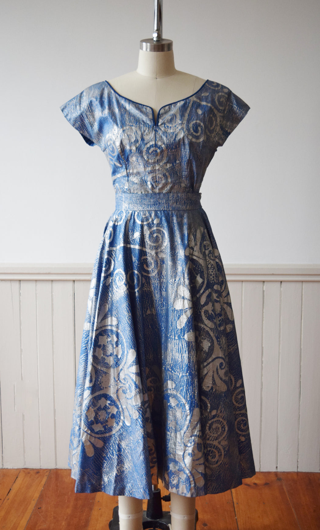 1950s Silver Block Printed Textile Dress Set by the Tapleys | Retailed at Frost. Bros. | XS