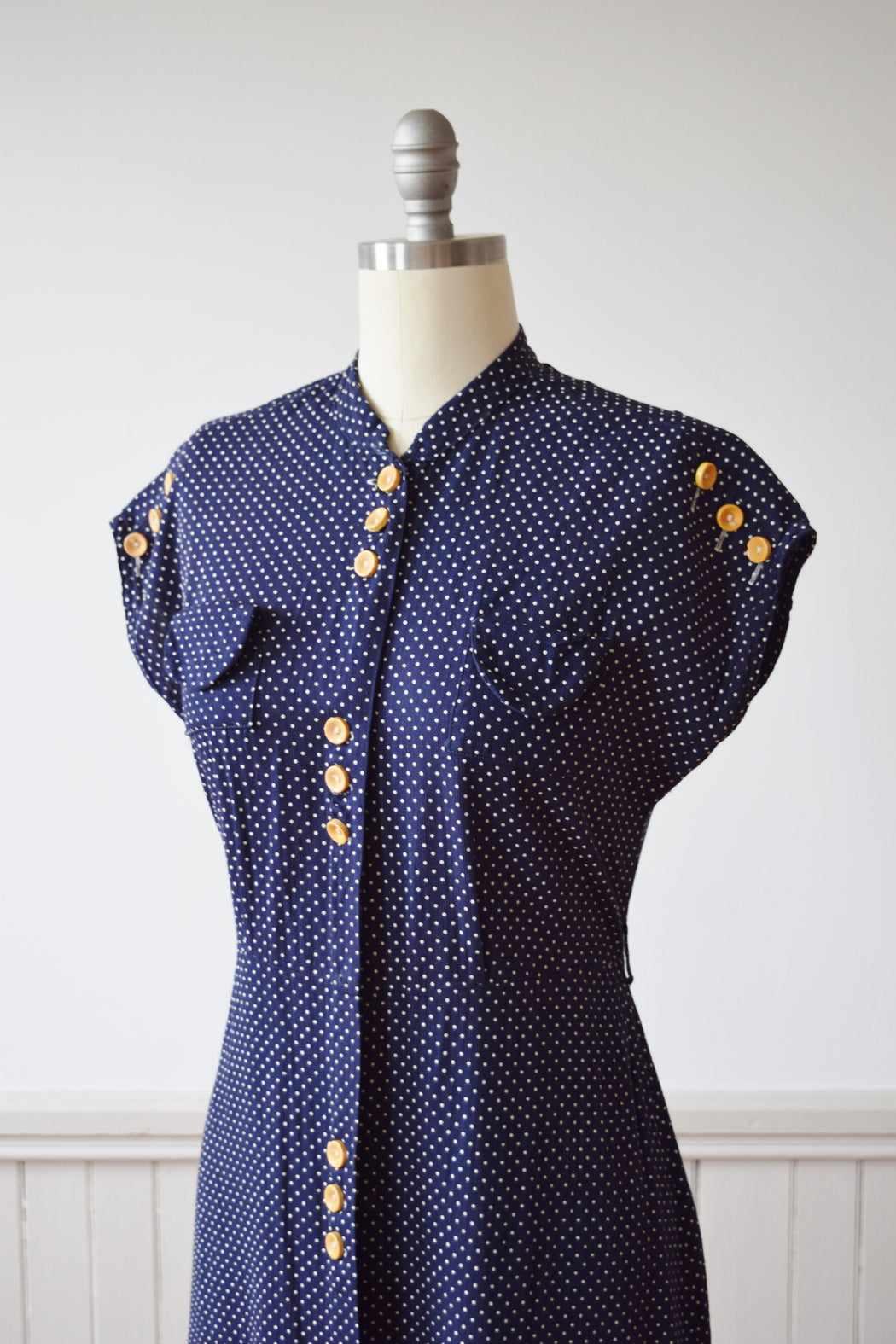 Dotted Day Dress with Bakelite Buttons | 1930s | M