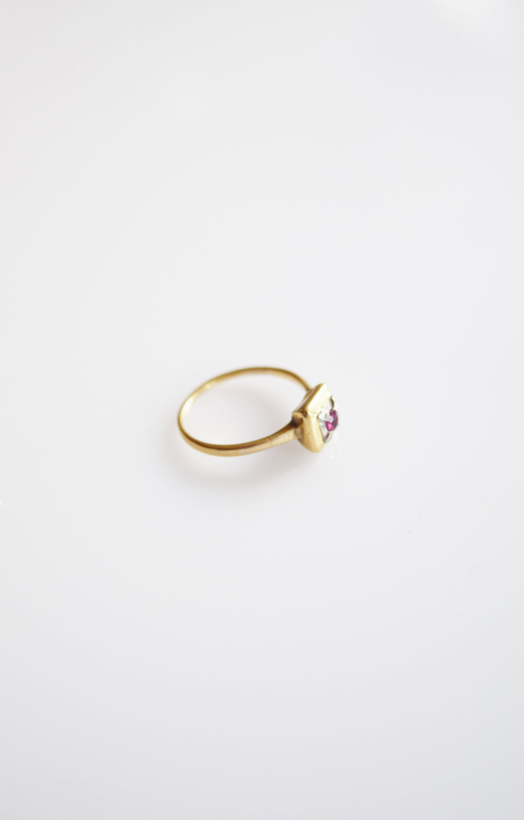 Art Deco 14k Gold and Garnet Stacking Ring | 6.5