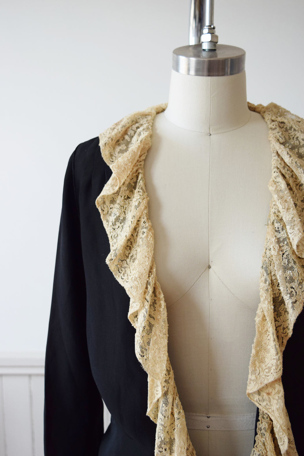 1920s/30s Plunging V Blouse with Sash | XS/S