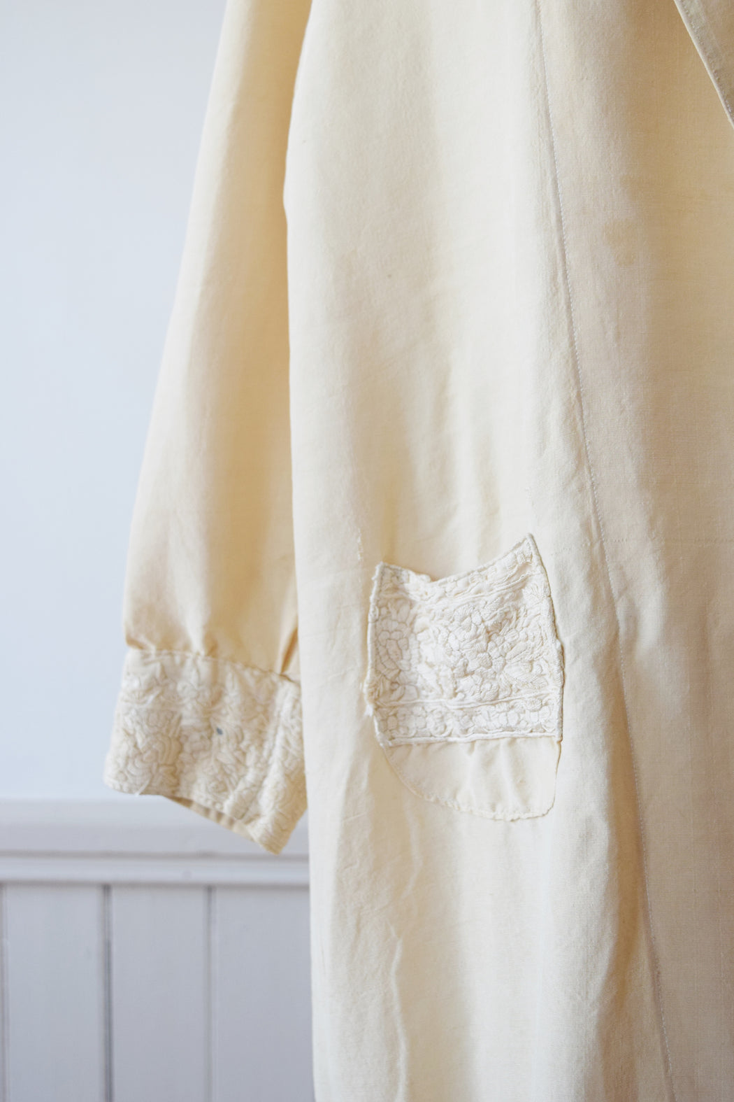 1920s Silk and Chinoiserie Embroidered Coat | M
