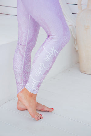 Wild Lilac - High waist tights - Close up