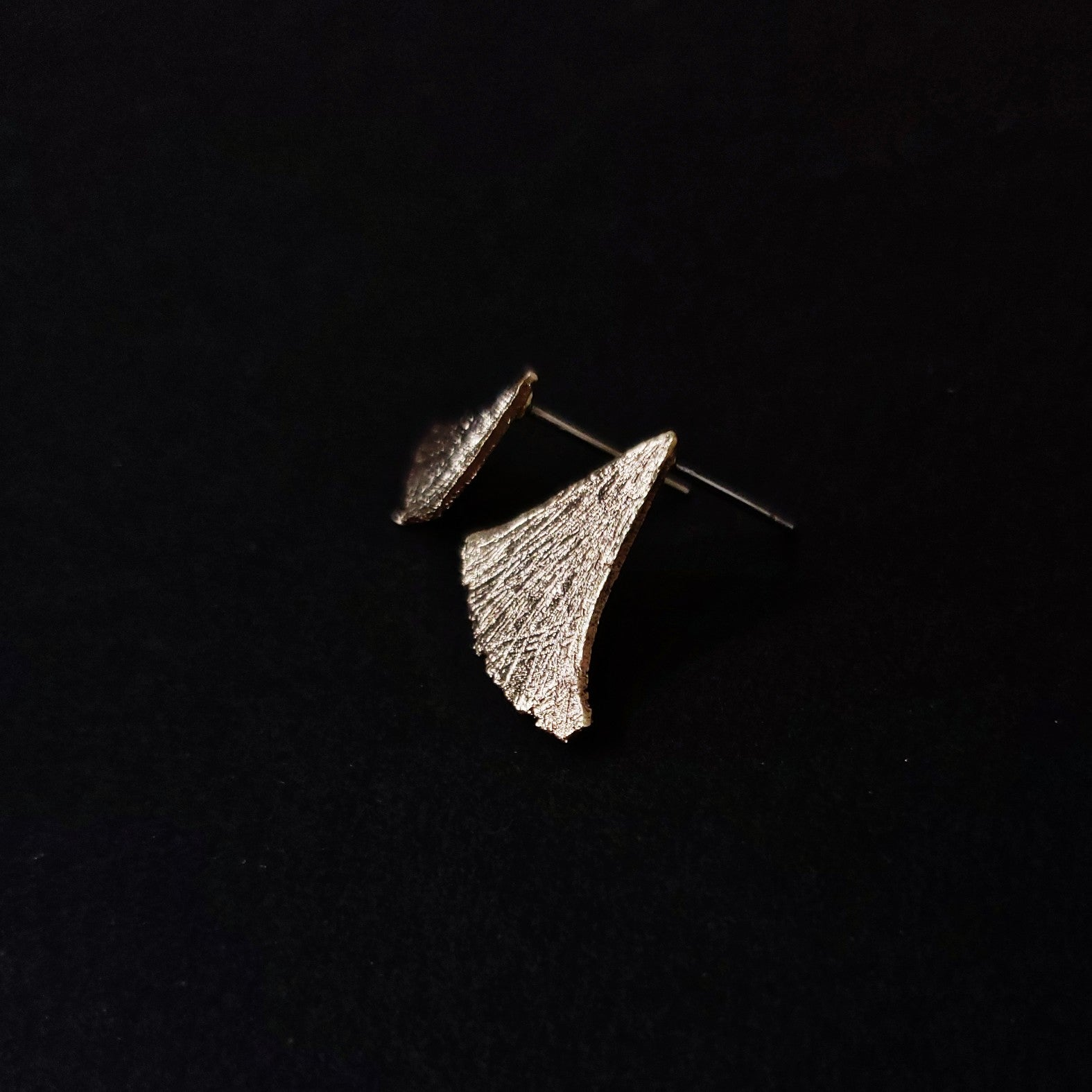 Asymmetric fallen leaves earrings