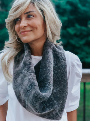 Dylan Shearling Scarf in Cement