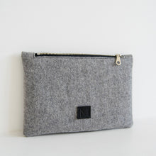 Load image into Gallery viewer, Cherry Wool Pouch Set (Gray)