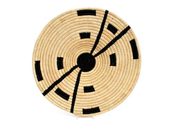Raffia Compassed Black Plate Medium