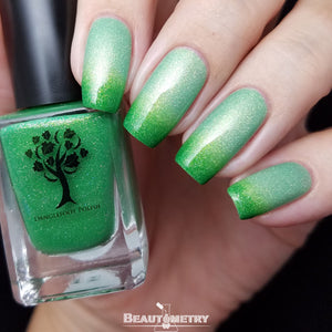 green thermal holographic nail polish