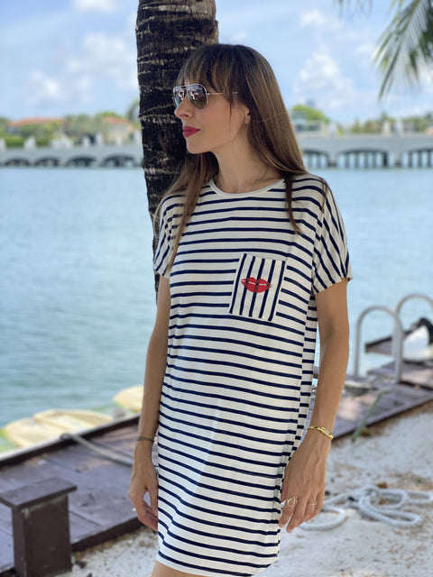 Bisous, bisous t-shirt dress.