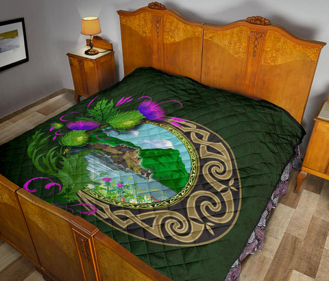 Scotland Premium Quilt - Edinburgh Moon Thistle Green A24