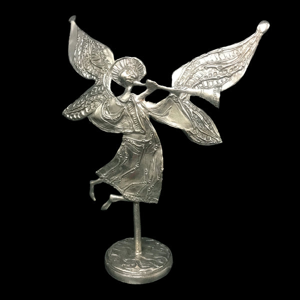 Hornblowing Angel on Base