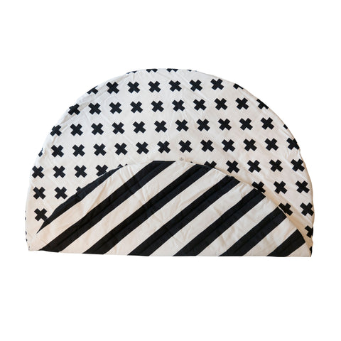 Stripe/cross print play mat